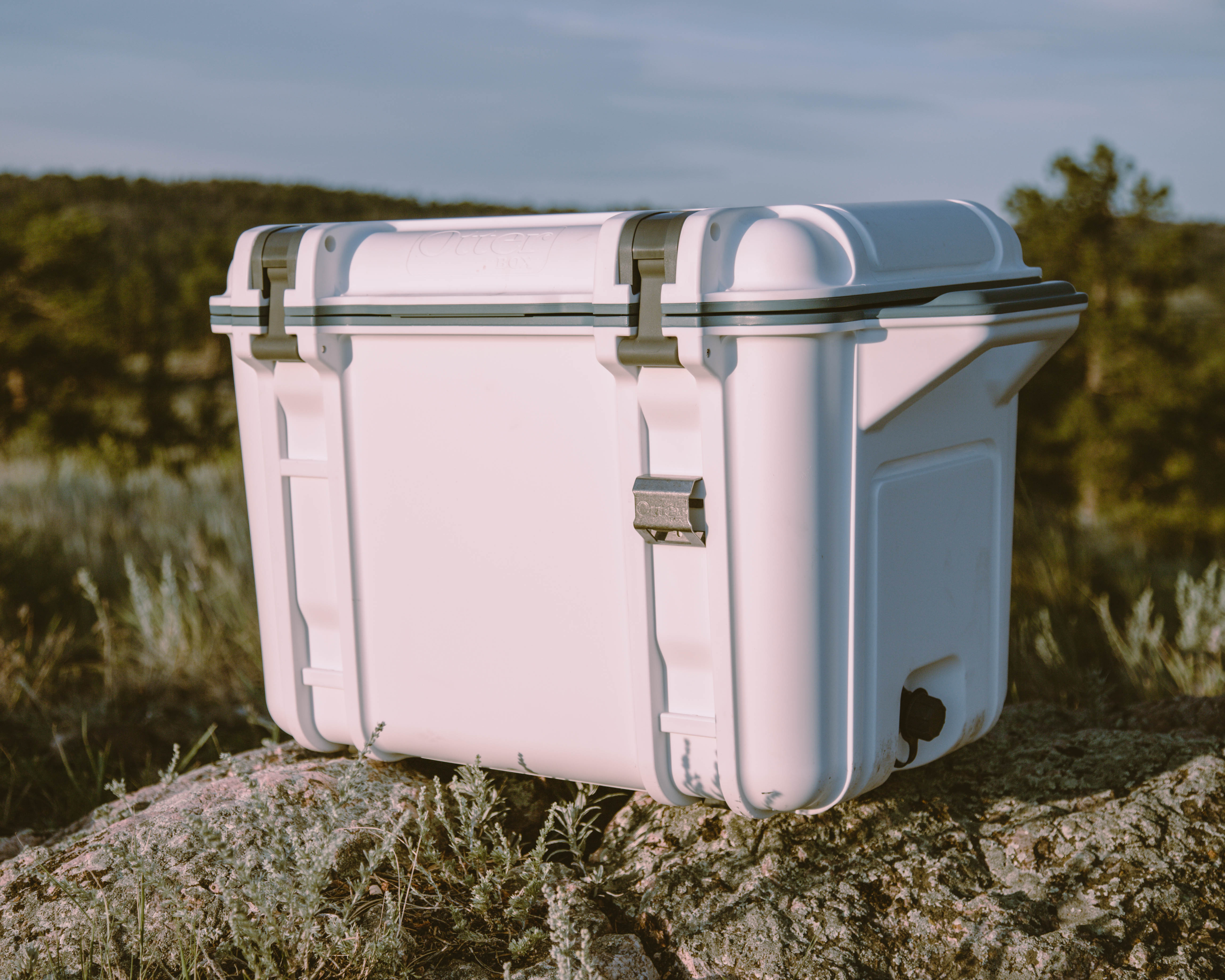 otterbox venture cooler on ground